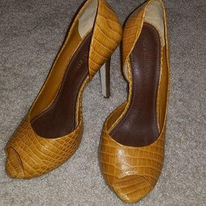 Gianni Bini Golden Tan Pump